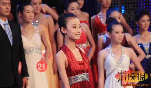 12岁 模特 参加职业模特大赛 没胸也要秀图片