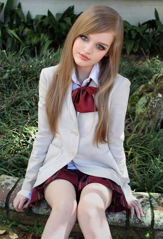 国外美女玩家演绎真人版芭比娃娃