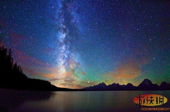 摄影师们拍摄到了壮观美丽的峡谷银河夜空