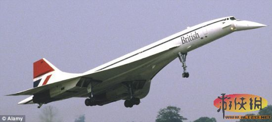 """英国航空公司的超音速飞机,1976年上演处女航     北京时间6月27日消息,在7月举行的英国法伦堡航空展上,美国飞机制造商将揭开协和式飞机继任者的神秘面纱。这个超音速喷气机原型名为""""X-54"""",由波音公司、洛克希德-马丁公司、湾流公司在美国宇航局的帮助下研制,从伦敦飞往悉尼只需短短4个小时。   3家公司希望将X-54打造成世界上第一架超音速喷气式商务客机。湾流公司的一位工程师上周表示,所有3家公司都相信他们能够将X-54飞行时产生的音爆降到很小的程度。他说:""""这"""