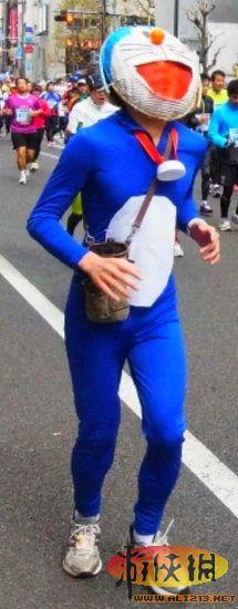 日本超奇葩运动会:超级玛丽女仆满街跑