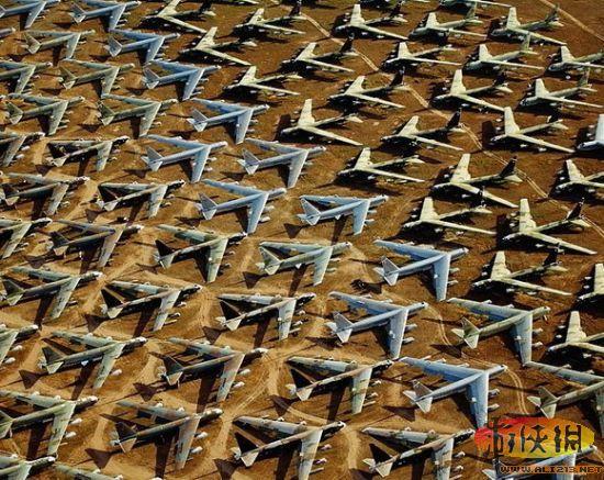 """""""309航空维护与再生部队""""通常被人们称为""""飞机墓地"""",位于亚利桑那州南部城市图森附近的戴维斯-蒙桑空军基地,对于没有亲眼见过这个飞机墓地的人来说,真的很难去找一个词来向人们描述它的大小。"""