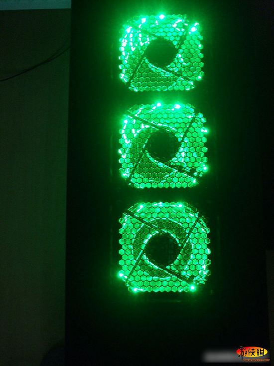 美轮美奂的神奇电脑世界!国外电脑夜光灯图集