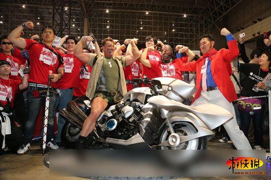 日本最爱gv影星比利海灵顿亮相车展
