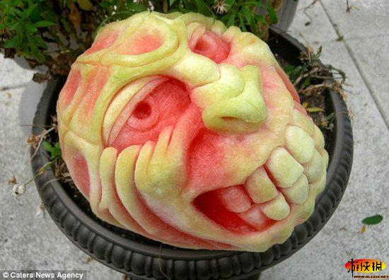 西瓜雕刻成科幻电影,连环画或电视中的人物和动物
