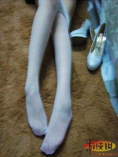 女大学生自曝大尺度丝袜美腿照 求各网友打分