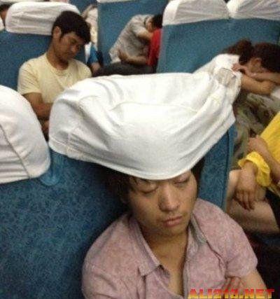 春运火车上的各种销魂囧态睡姿