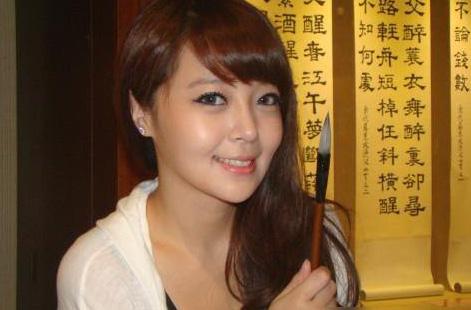 美女书法家教老师 赵芸-这位巨乳妹子竟在微博上要征家教 你敢去吗图片