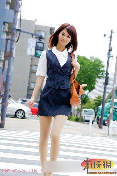 日本成人丝袜av电影_女明星麻生希临国际成人展 制服丝袜诱惑写真赏