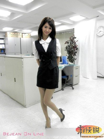 日本成人丝袜a_女明星麻生希临国际成人展 制服丝袜诱惑写真赏