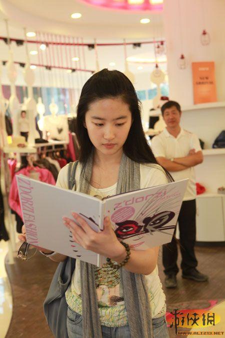 王丽坤被封素颜女神 娱圈最美的素颜女星