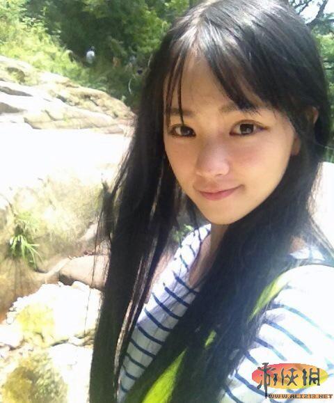 """武大表演系黄灿灿 素颜照清纯亮丽当选""""女神"""""""