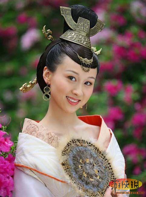 成帝许皇后,许娥,许平君的侄女.汉成帝第一位皇后.