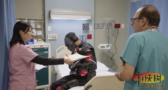 《蝙蝠侠》搞笑广告 黑面具被打进哥谭医院(2