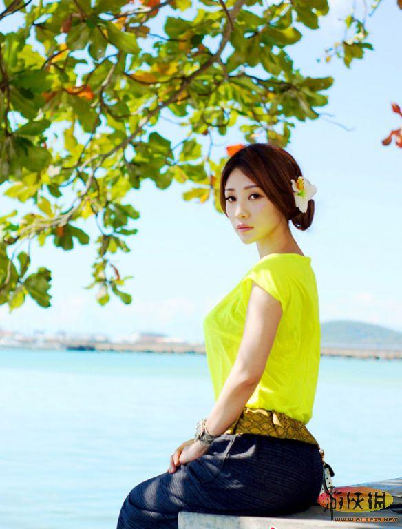 阳光沙滩演绎美丽海岛风情 柳岩比基尼写真赏