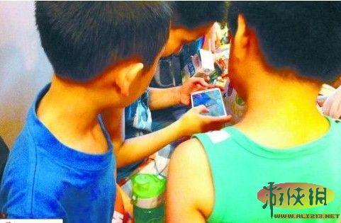 v家长引发:七成小学生用智家长显示手机担忧小学生h动漫