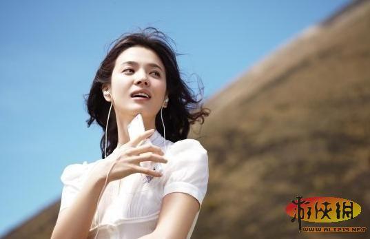 宋慧乔   娱乐圈内,除了妖艳性感的女明星,也有一派女明星走清纯氧气美女路线,她们长相或小清新,或邻家美女,让人有如沐春风之感。近日,2013年度清纯氧气美女榜单出炉,众多国内一线女星和韩国日本多位氧气美女上榜,刘诗诗、刘亦菲、周冬雨等皆上榜,经历整容风波的郑爽也被当选年度清纯氧气美女。