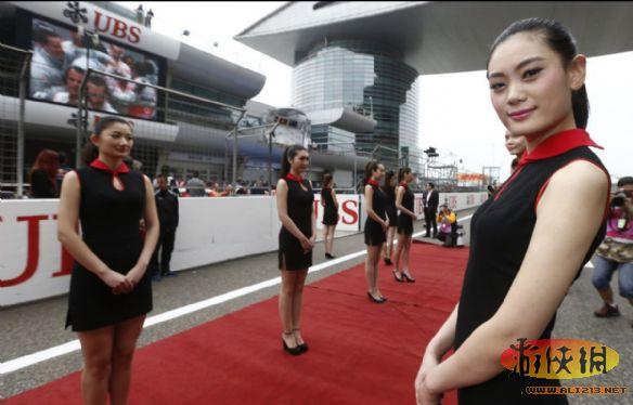 F1中國賽車寶貝更衣室簡陋:場邊圍布露天換衣
