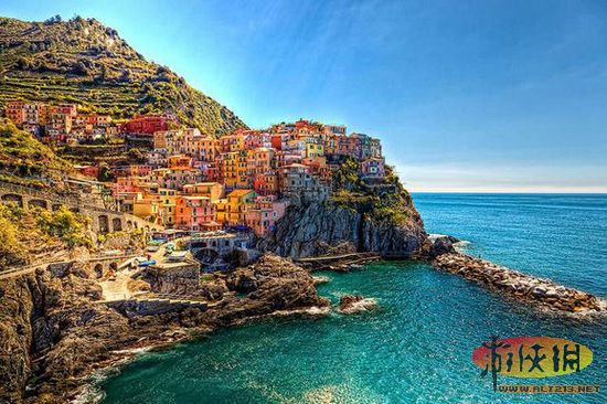 美丽海边悬崖边城市