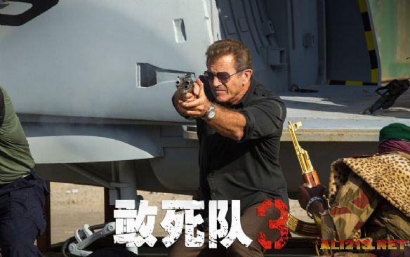 《敢死队3》最新剧照 史泰龙对峙梅尔·吉布森