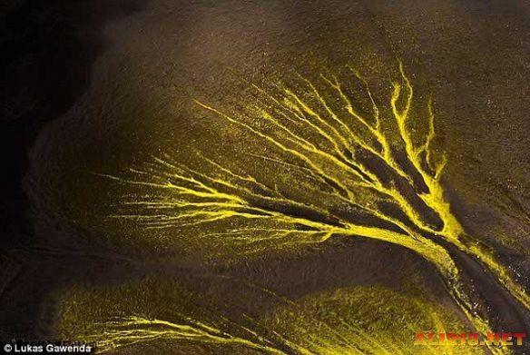 瀑布山川似油画!摄影师高空俯拍秀美冰岛风景