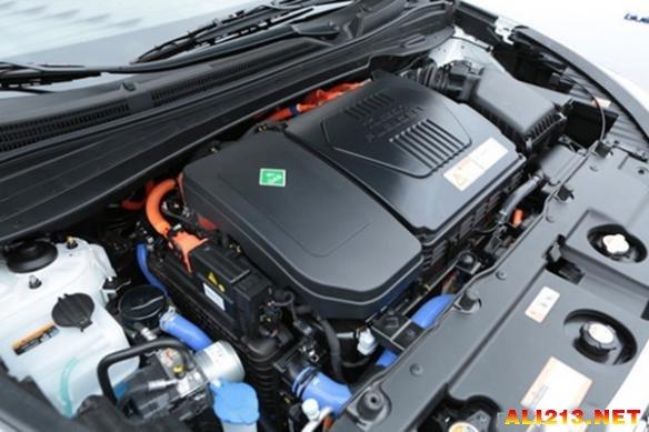 来自现代公司的100kW燃料电池电堆成为首款入围沃德年度十佳发动机的燃料电池电堆。搭载到现代ix35车型上的燃料电池电堆的功率表现、冷启动性能、启停特性等均十分出色,成为燃料电池汽车领域内的标杆产品。