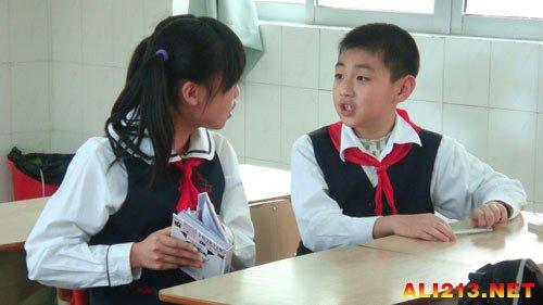 中用加小学扶了六百多个盲人!v中用作文初中烂初中靖江市图片