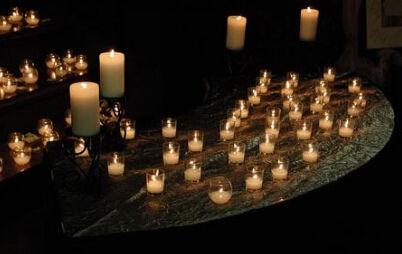 小明点了8根蜡烛,风吹灭了3根,然后又被吹灭了2根,为了让其不再