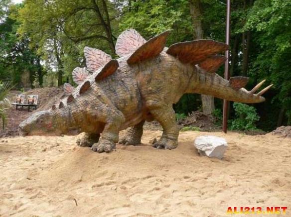 让你一瞬间回到白垩纪 仔细盘点10大最着名的恐龙