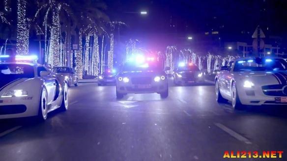简直就像一场警察!迪拜车展新年a警察宣传片放v警察专家的搞笑图片图片