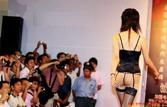 亚洲成人网第一页