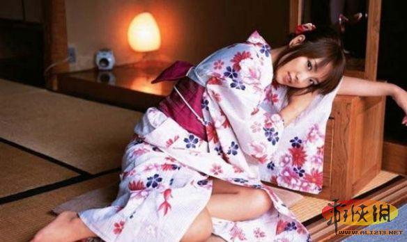 中国女人在日本打电话